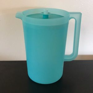Tupperware Kitchen - Tupperware pitcher New large size aqua colored